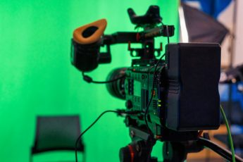 How to Use Green Screen for Remote Teaching